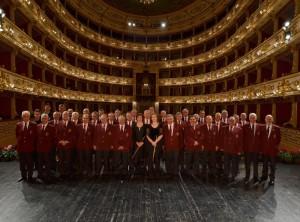 Il Coro CAI Mariotti sul palco del Teatro Regio in occasione della 28^ Rassegna del Bel Cant Parma 14 novembre 2009
